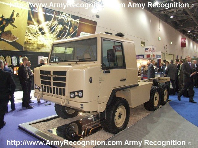 pinzgauer_2_dsei_2007_uk_london_001.jpg